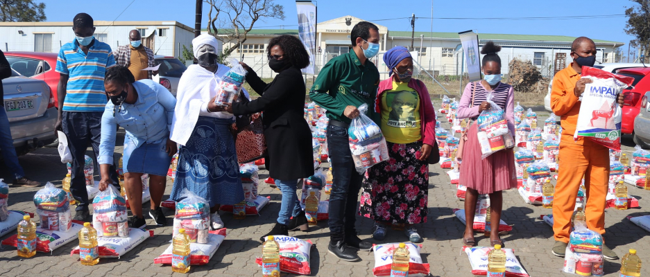 Gift of the givers handing over food parcels to indigent people.