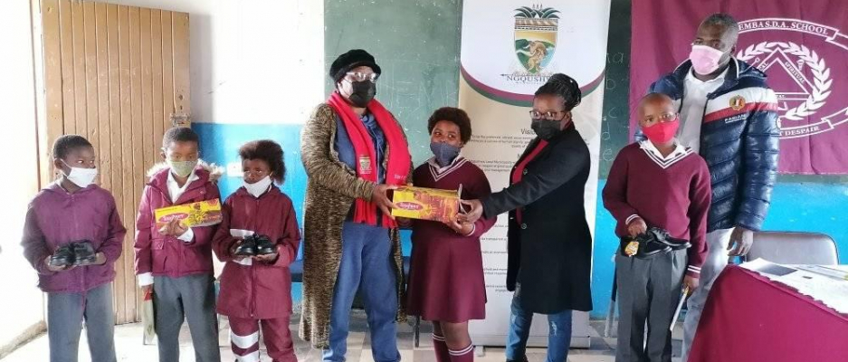 Mayor handed over school shoes to two primary schools.